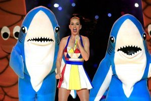 ¿Recuerdas al tiburón que bailó con Katy Perry? Este es el hombre detrás del famoso disfraz