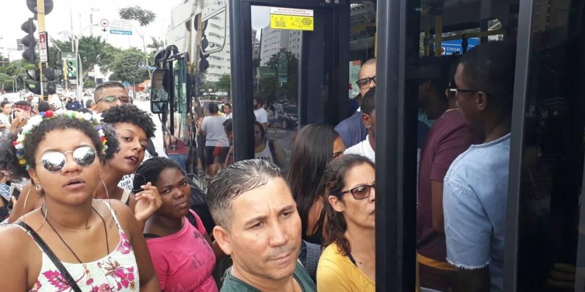 Foliões enfrentam transtornos no transporte público de São Paulo neste sábado