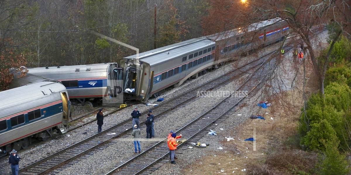 Al menos 2 muertos en choque de trenes en Carolina del Sur