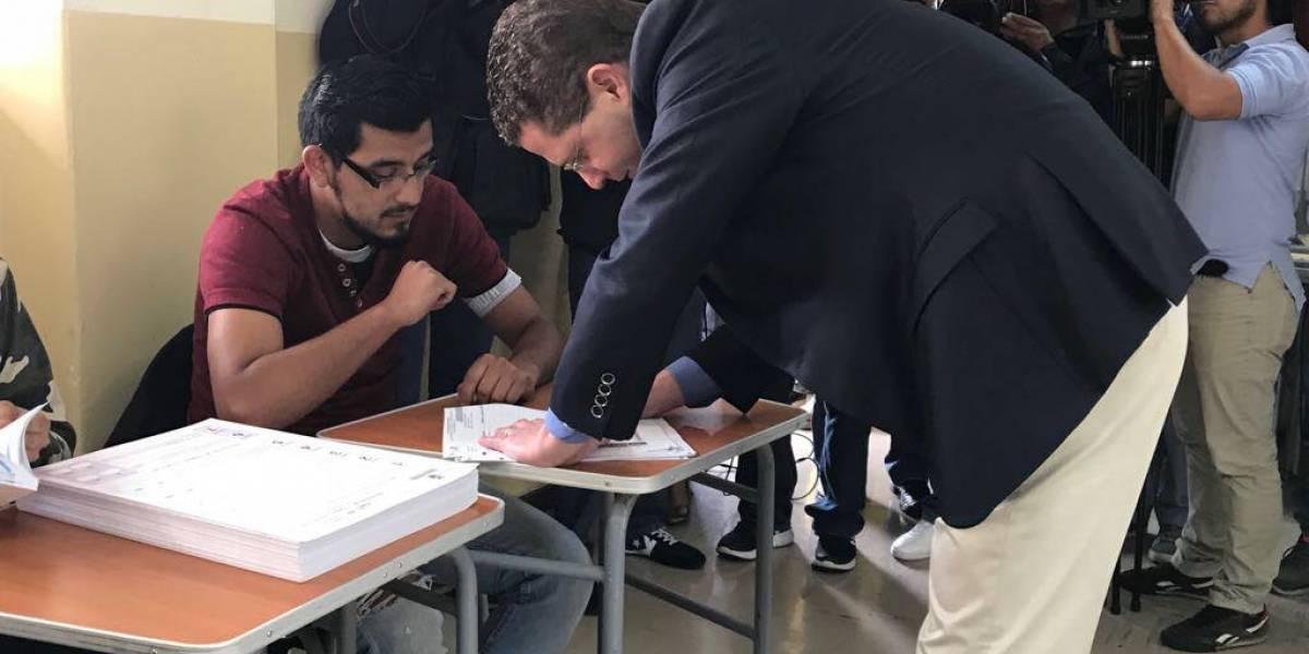Mauricio Rodas, alcalde de Quito, ejerció su derecho al voto