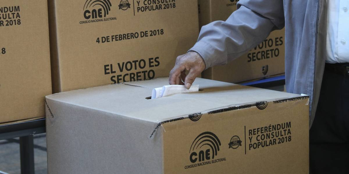 Consulta Popular: ¿Cómo votaron las 5 provincias con mayor número de electores?