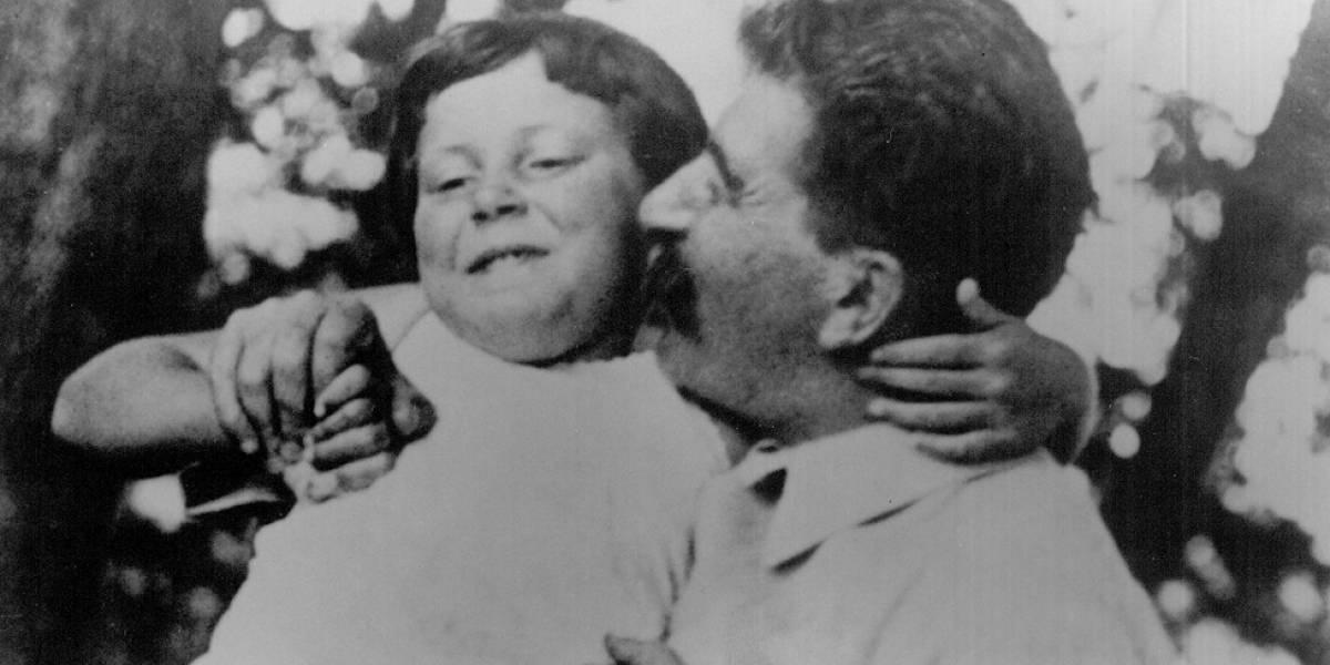 """""""Prisioneira do nome"""": quem foi Svetlana Alliluyeva, a filha de Stálin que fugiu aos EUA"""