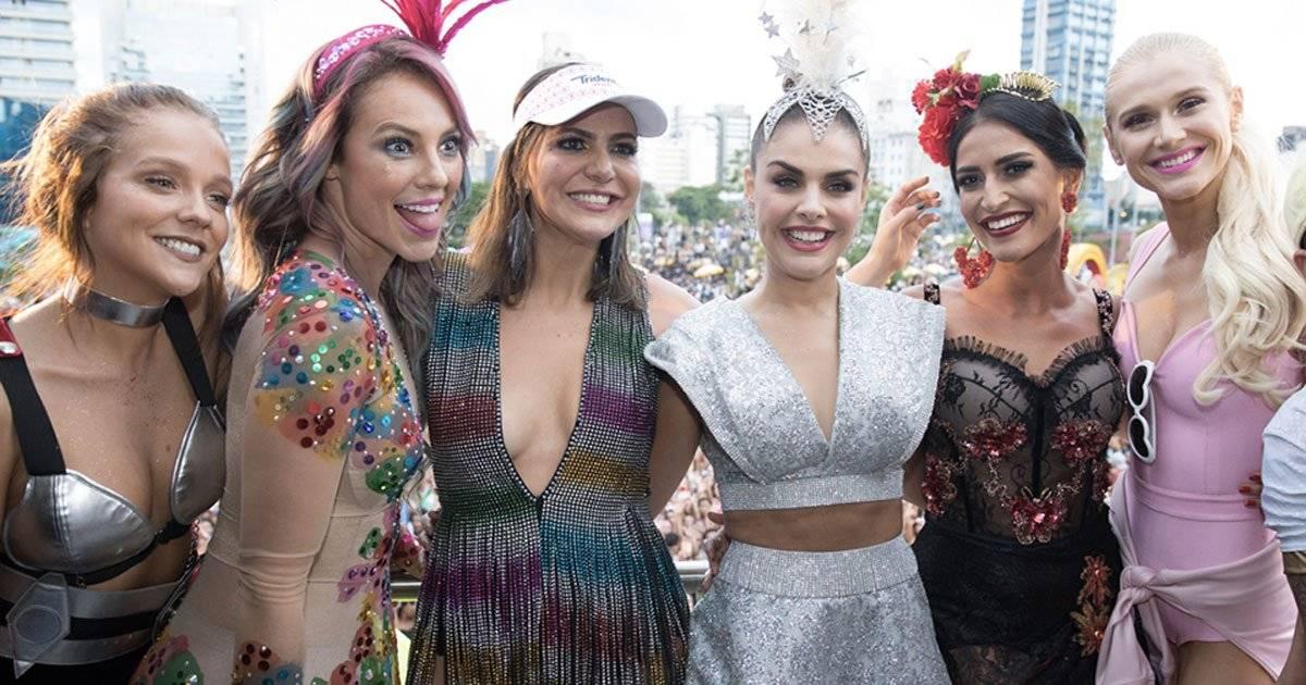 Beldades foram à caráter para prestigiar um dos maiores blocos de Carnaval DIVULGAÇÃO/FELIPE PANFILI