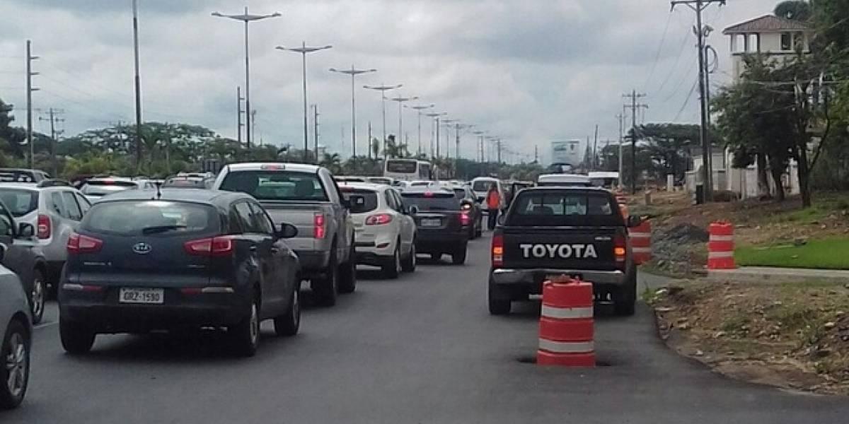 Se congestiona la vía a Samborondón
