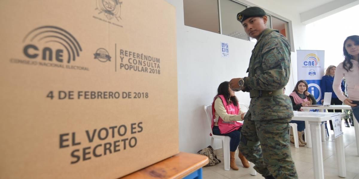 Cierran urnas de la consulta popular en Ecuador tras 74,80 % de participación