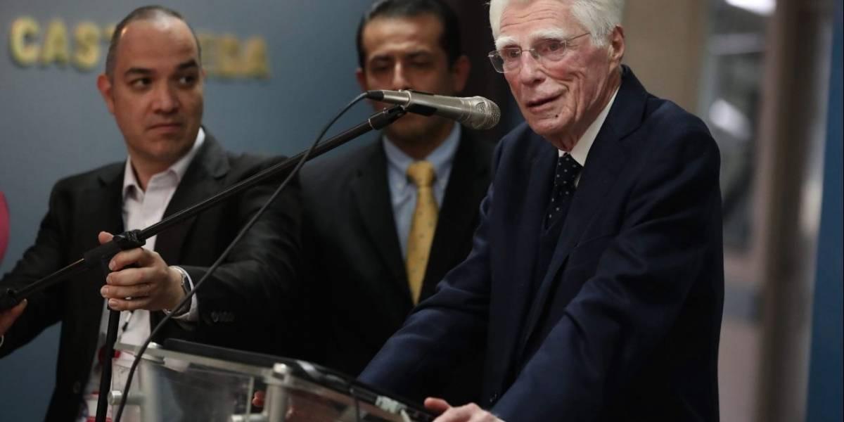 Realizan emotivo homenaje al doctor Aldo Castañeda