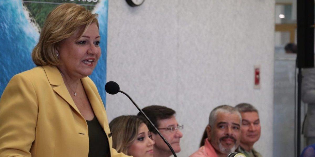 Norma Burgos también renuncia a su vehículo oficial