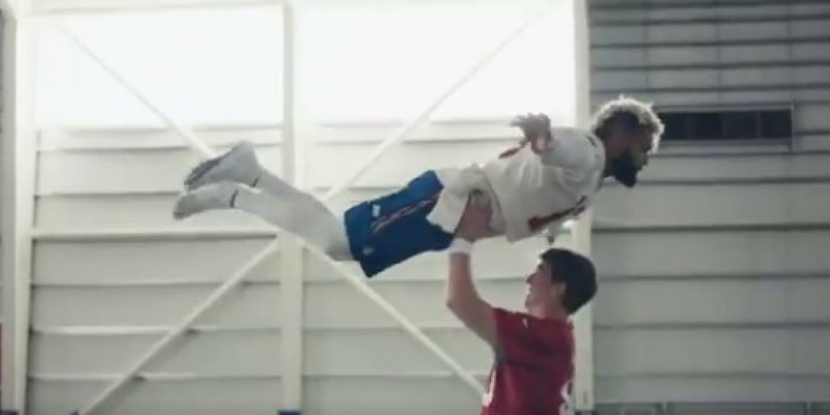 Manning y Beckham Jr. presumen sus mejores pasos en comercial de la NFL