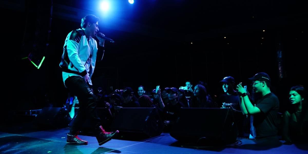 Tommy Alva presenta el álbum CTRL+O durante un concierto con sus fans
