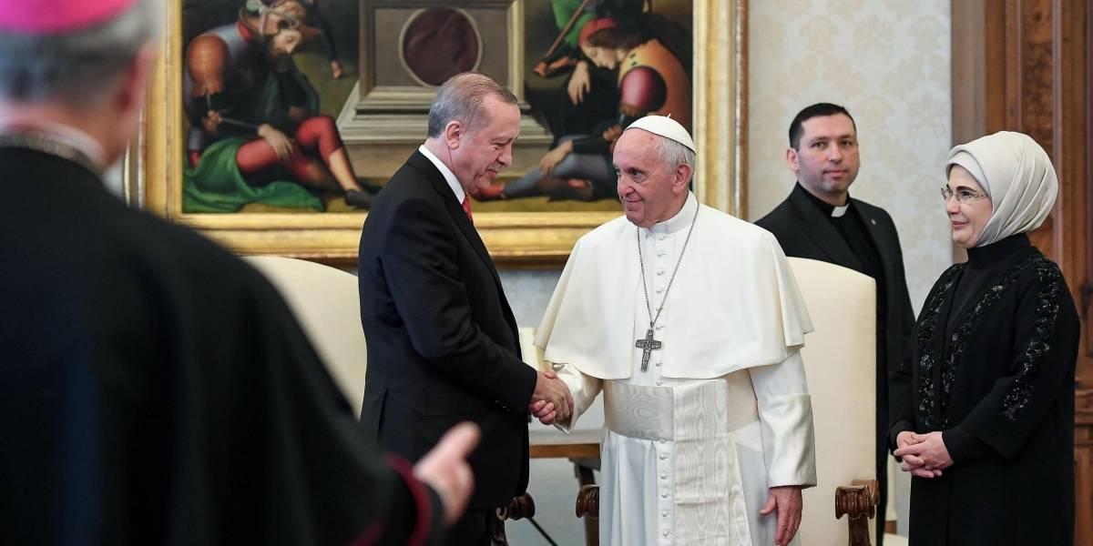 Papa Francisco regala símbolo de paz presidente turco