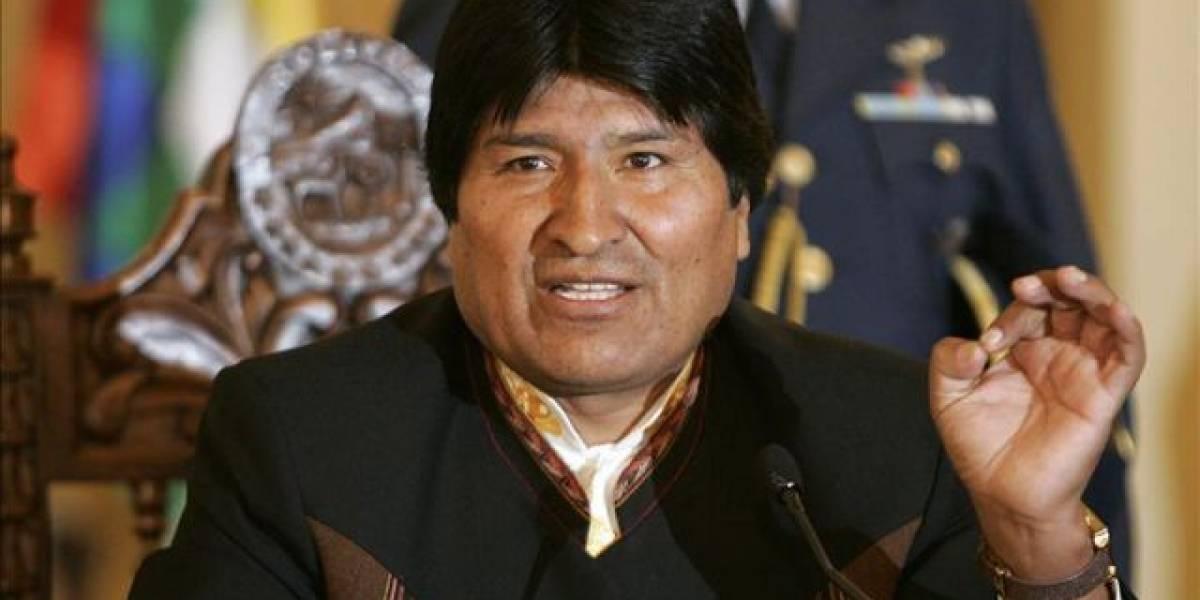"""Evo Morales denuncia el uso """"diabólico"""" del celular en escuelas de Bolivia"""
