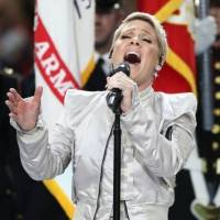 El gesto de Pink antes de cantar el himno de EE.UU. en el Super Bowl LII