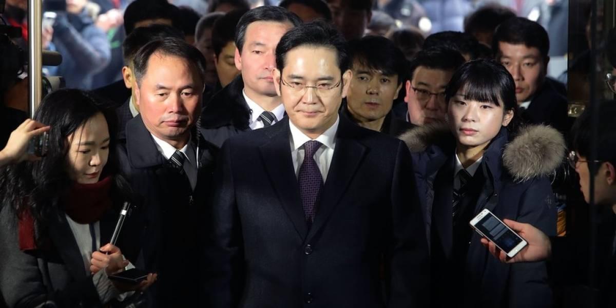 Jay Y. Lee, heredero de Samsung, sale de la cárcel