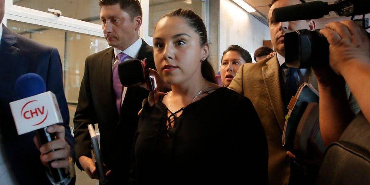 Sólo arraigo nacional para carabinera acusada de provocar aborto a mujer en marcha estudiantil