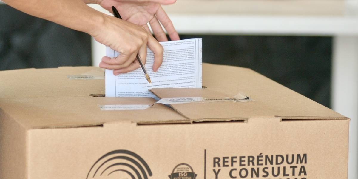 """Con el 98 % de actas escrutadas, el """"Sí"""" tiene la mayoría en la Consulta Popular"""