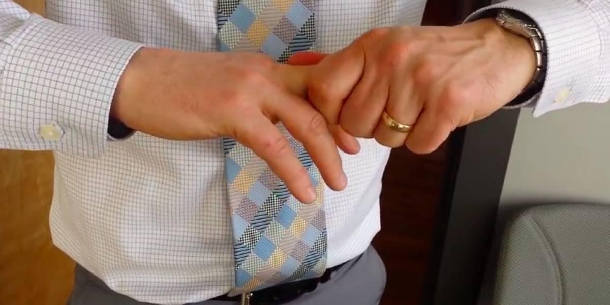 A punto de morir por 'tronarse' los dedos — Fuertes imágenes