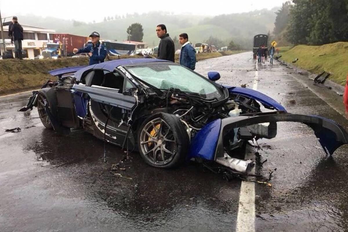 cuánto valen los automóviles deportivos del accidente en la vía