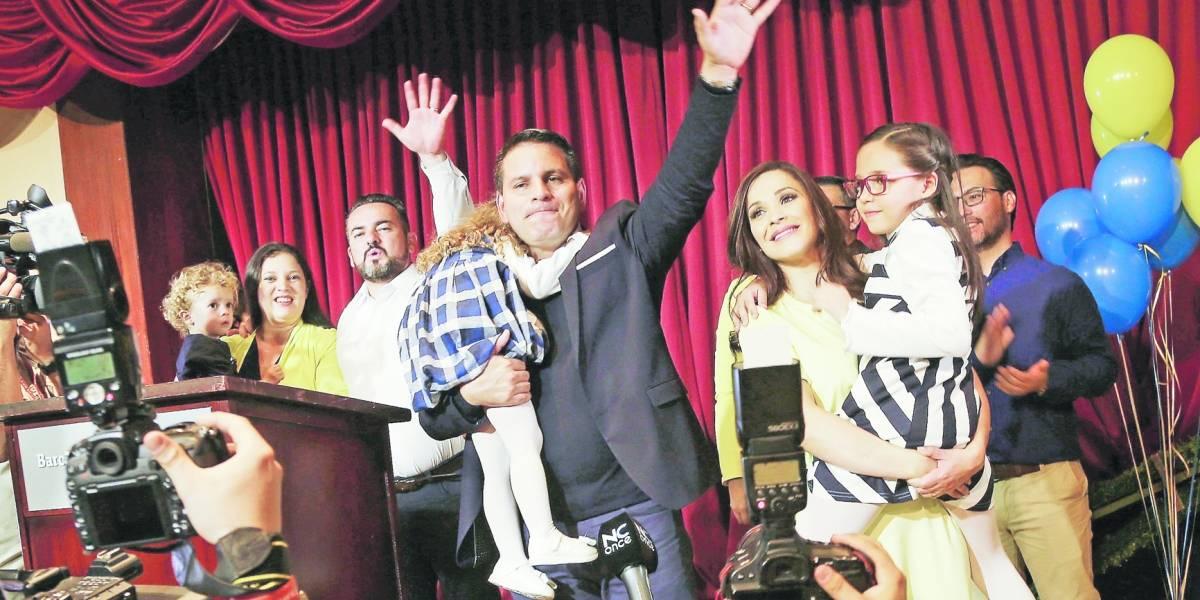El pastor que canta salmos y disputa la presidencia en Costa Rica