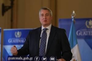 ministro de Gobernación Enrique Degenhart