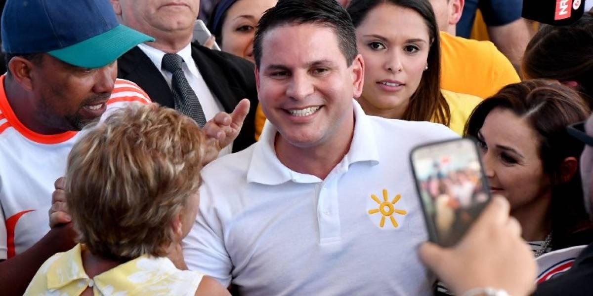 Predicador evangélico encabeza elección en Costa Rica y va a balotaje