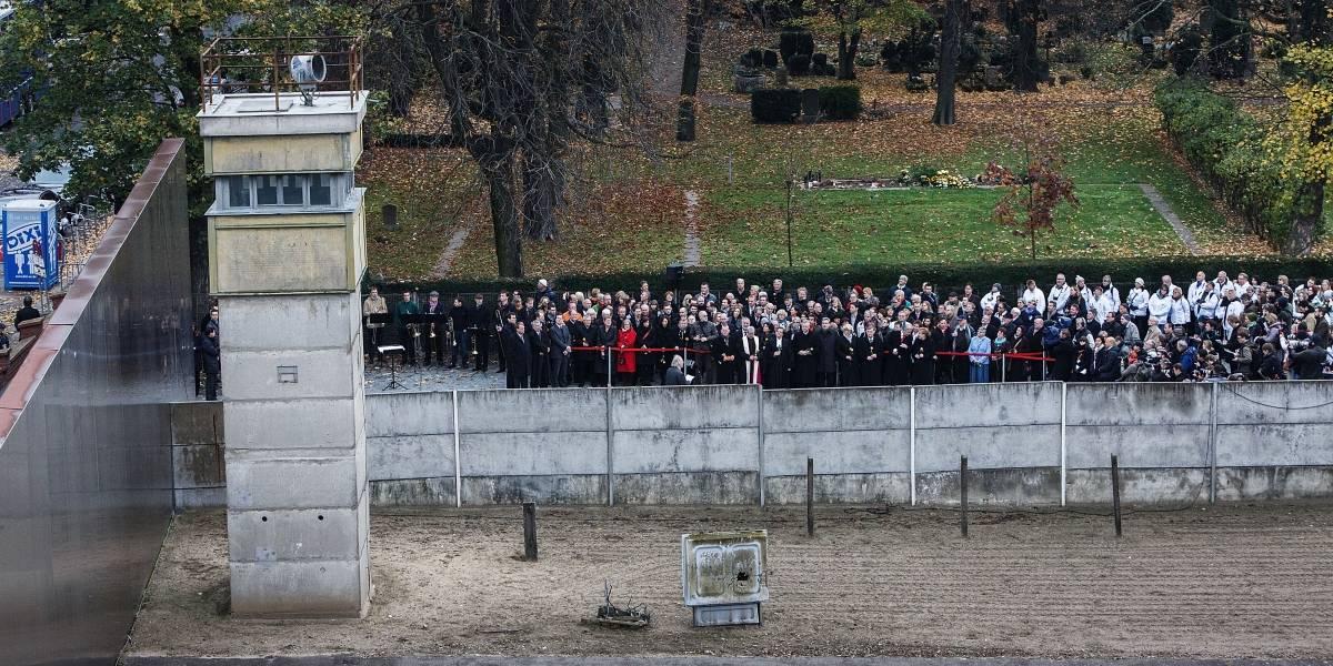 Muro de Berlín cumple este lunes los mismos días de pie que derribado
