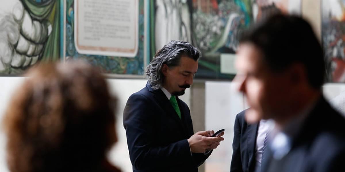 """Tuiteros destrozan al fiscal a cargo del caso SQM: """"para él no ha pasado nada"""""""