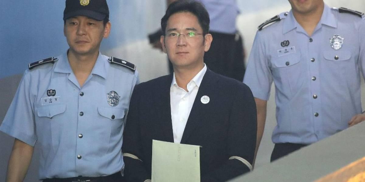El heredero de Samsung sale de prisión tras una reducción de su condena
