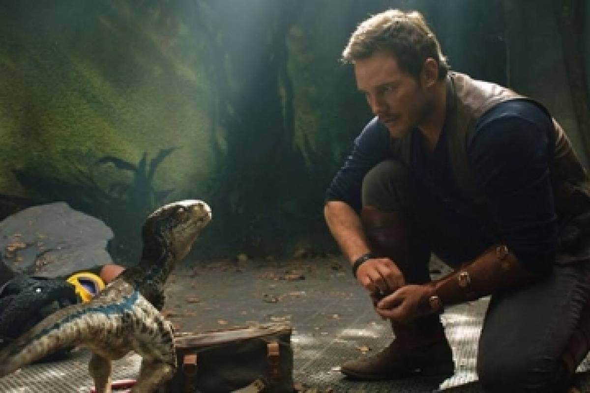 Dinosaurios sembrando terror en el segundo tráiler de Jurassic World