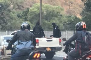 vehículo de PNC con placas ocultas