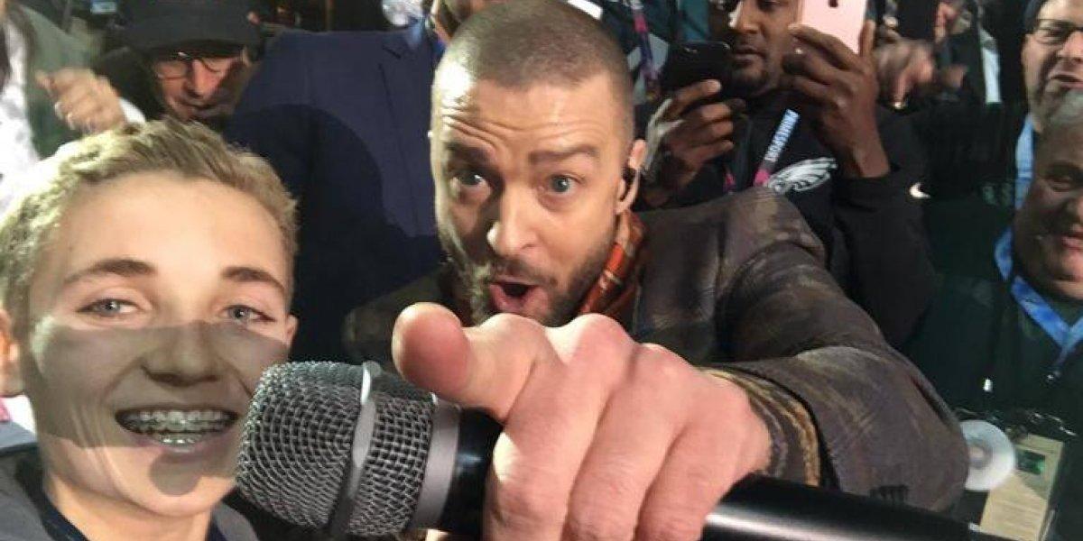 Niño protagoniza la selfie más popular del Super Bowl LII