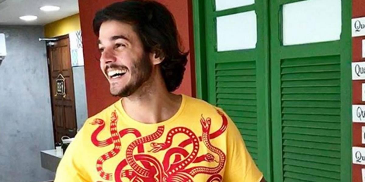 Namorado de Fátima Bernardes vende cerveja no Carnaval do Recife; veja