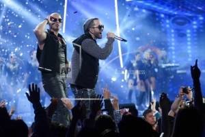 En esta foto del 1 de marzo del 2013, el dúo puertorriqueño Wisin & Yandel se presenta en el Festival Internacional de la Canción de Viña del Mar, en Chile. Cinco años después de su separación, Wisin & Yandel anunciaron el martes 6 de febrero del 2018 su