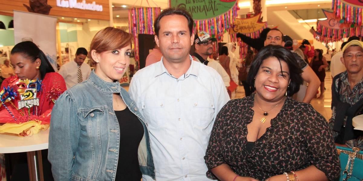 #TeVimosEn: Fundación Los Broncos presenta exposición 'La Vega es Carnaval' en Agora Mall