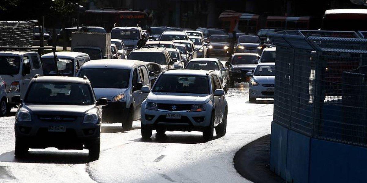 Municipalidades alertan: evasión en patentes de autos asciende a 12 mil millones de pesos