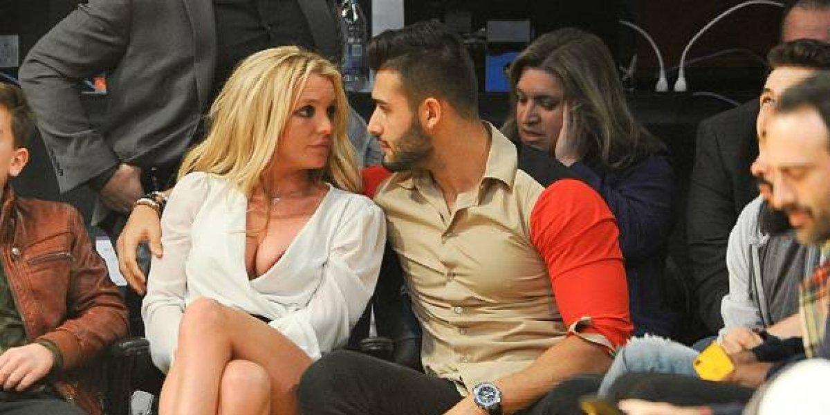 Con tierna foto, Britney Spears celebra un año relación con su novio 13 años menor