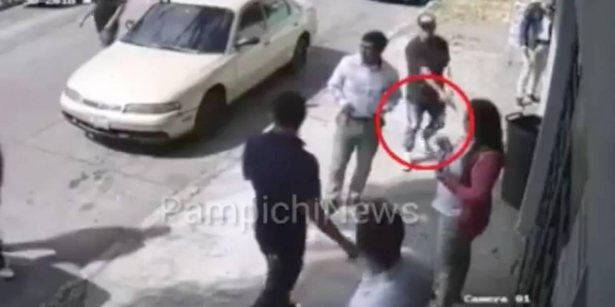Cámaras graban asalto a trabajadores en zona 11