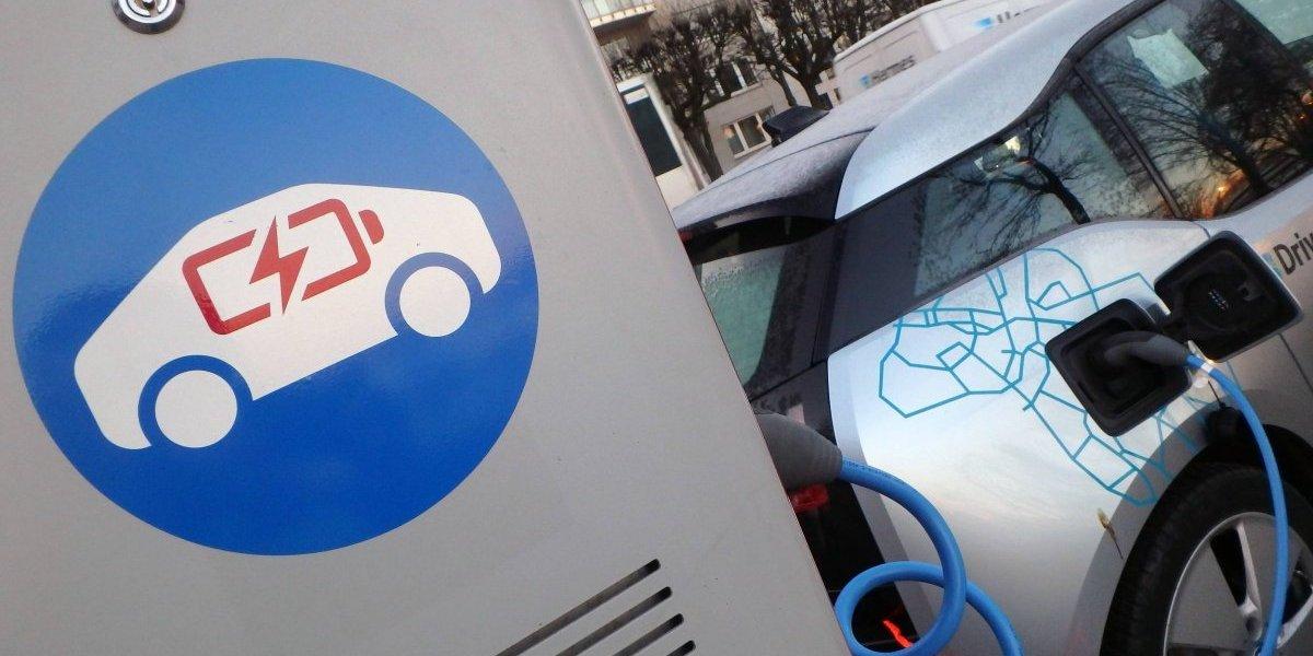 Greenpeace acusa que apenas uno de los automóviles del Ministerio de Energía es eléctrico