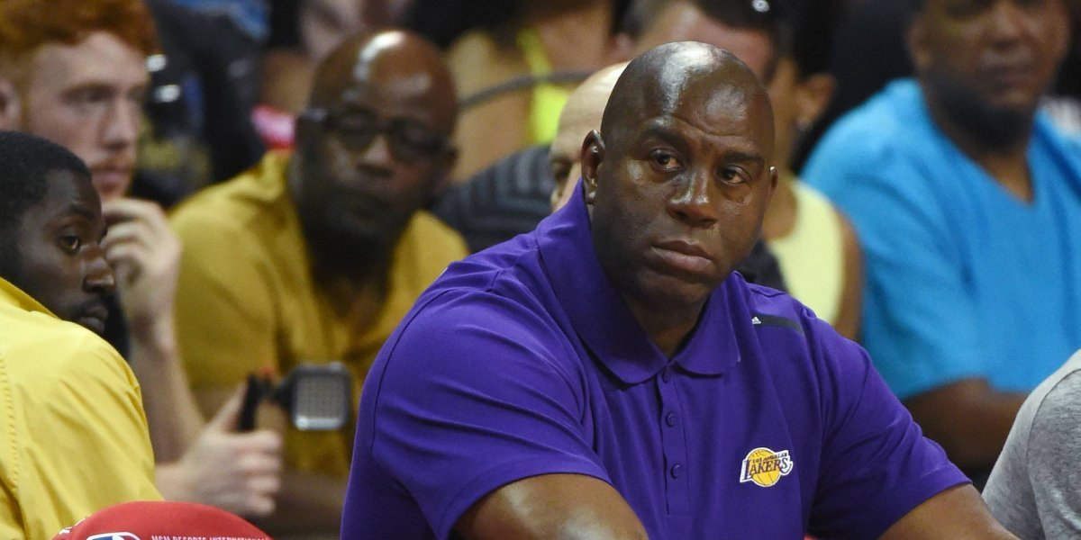Multan a Magic Johnson por romper reglas en la NBA