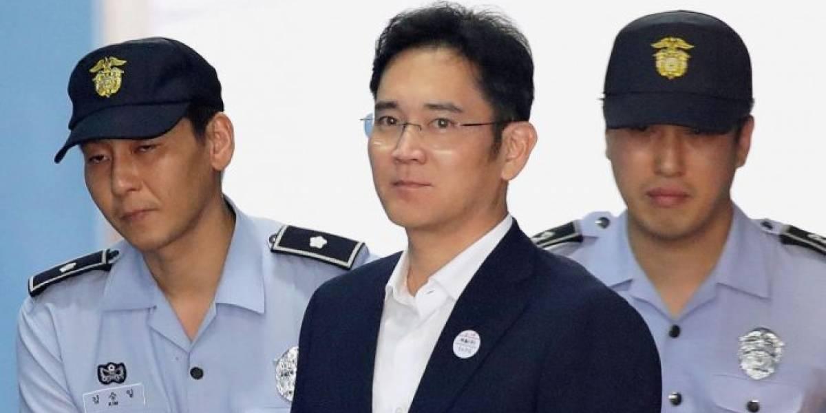 Vicepresidente de Samsung sale de prisión en Corea del Sur