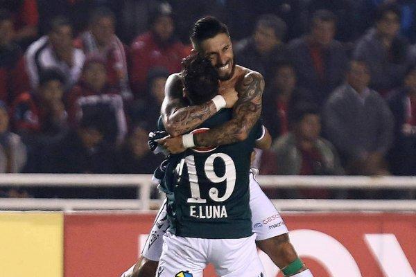 Marco Medel fue la figura en el histórico triunfo de Wanderers en Perú / Foto: Photosport
