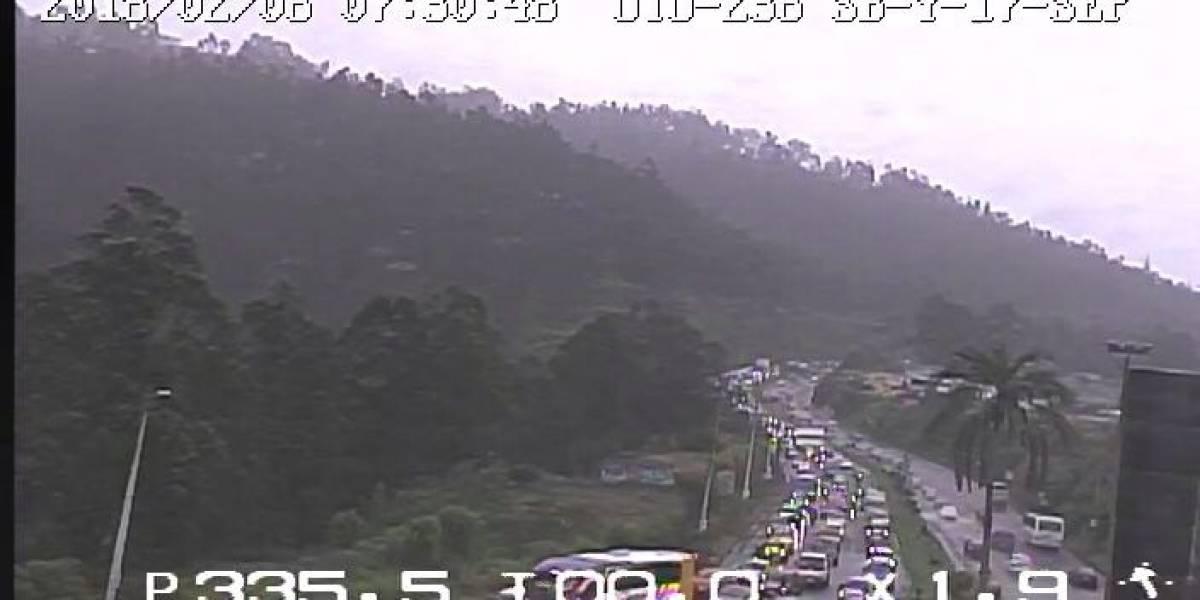 Congestión vehicular por accidente de tránsito en la avenida Simón Bolívar