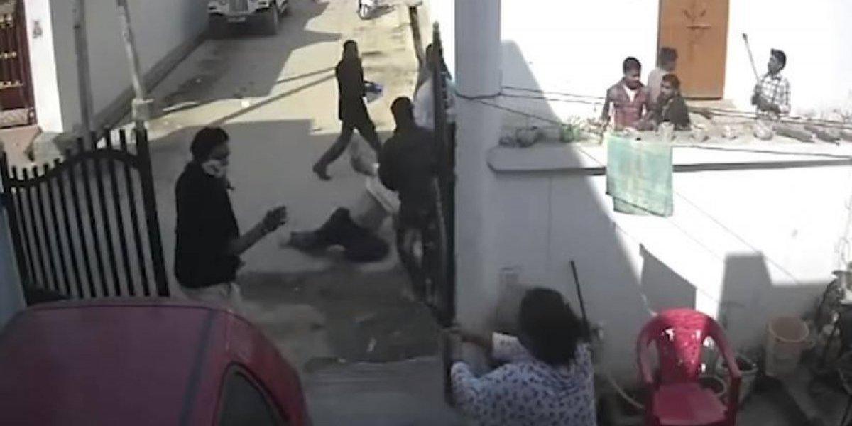 Mujer defiende a su cónyuge, de una paliza, con un revolver