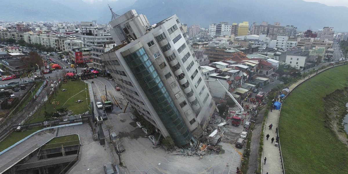 Seis muertos y 88 desaparecidos tras un sismo en Taiwán