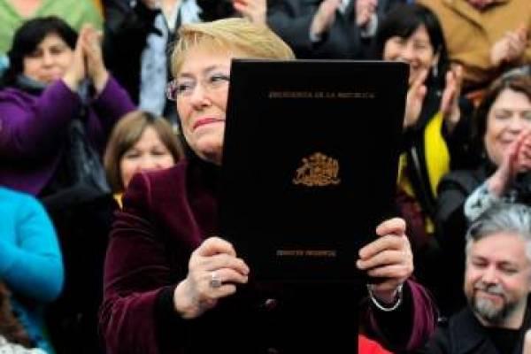 Presidenta Bachelet al promulgar la ley de aborto.