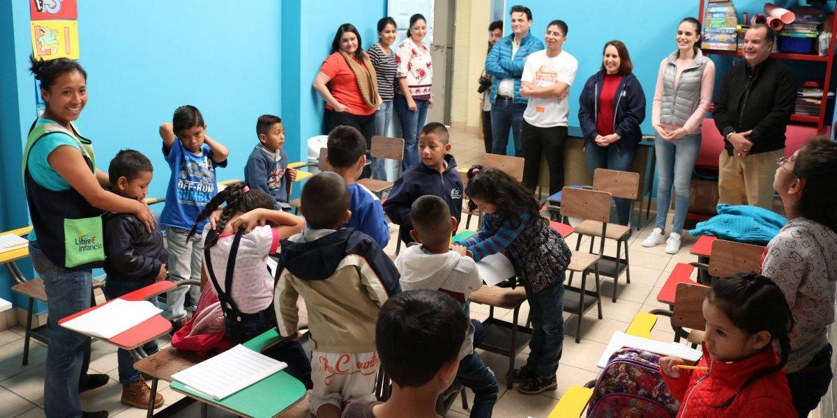 Hotel dona 47 mil quetzales a niños que viven alrededor del basurero de la zona 3