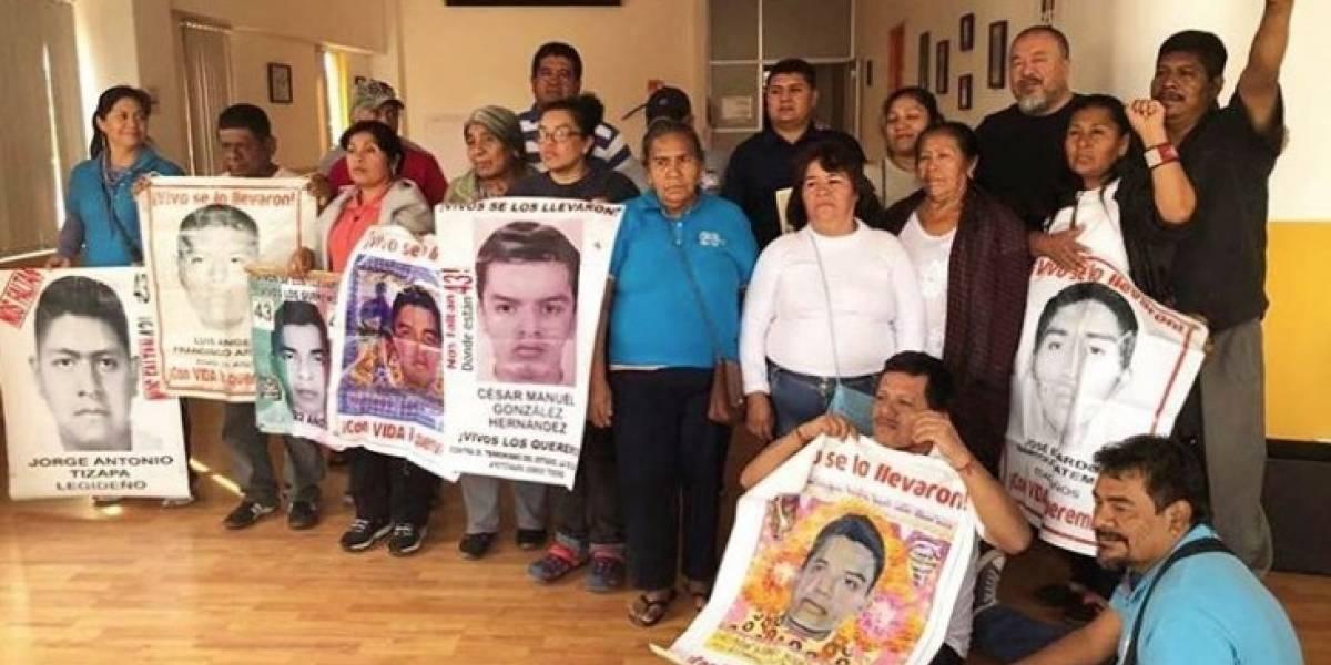 Disidente chino Ai Weiwei se reúne con padres de los 43 de Ayotzinapa