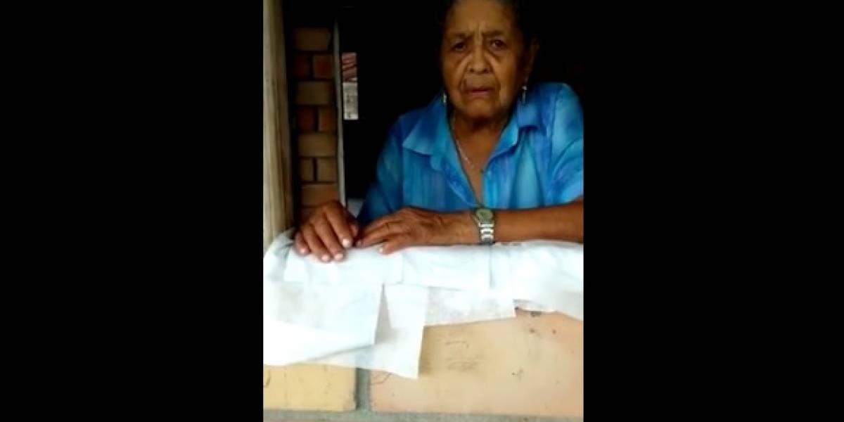 Tierna abuelita puso a secar pañitos húmedos de su nieta