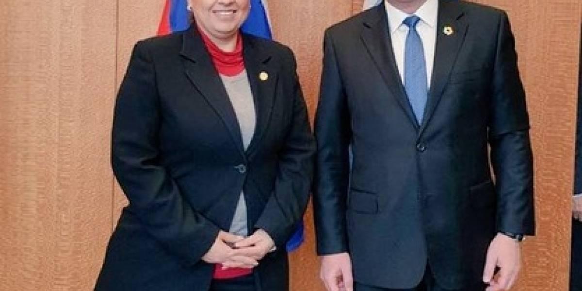 Ministra Jovel autorizó bono único por US$1 mil para diplomáticos