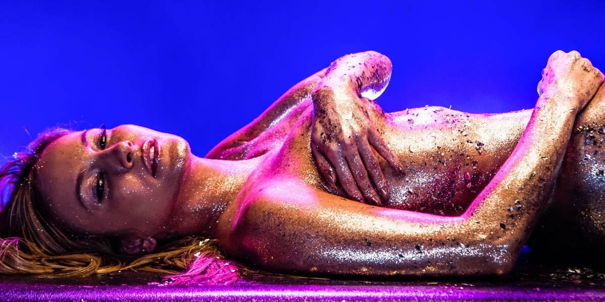 Valeu a pena as horas de bucha, diz Claudia Leitte sobre maquiagem de glitter para o clipe de 'Carnaval'