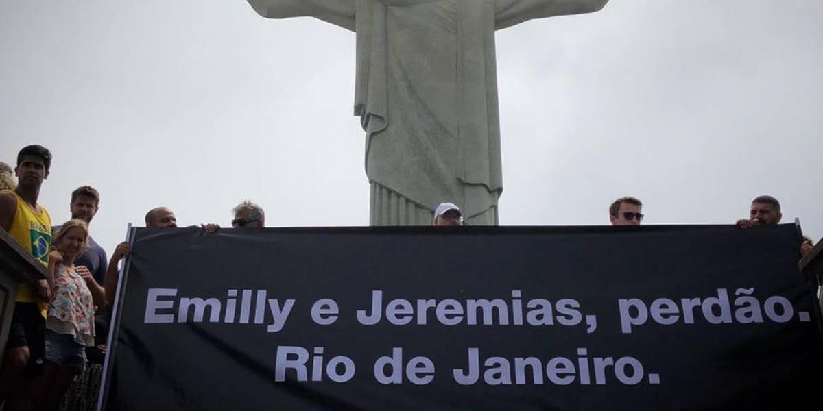 Corpo de menina morta por assaltantes no Rio é sepultado em clima de revolta